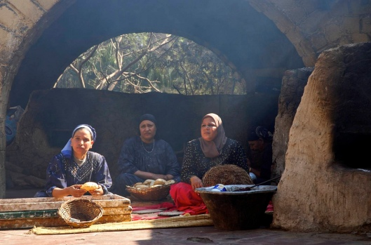 2006-02-11-egypt-016-memphis-women-making-bread